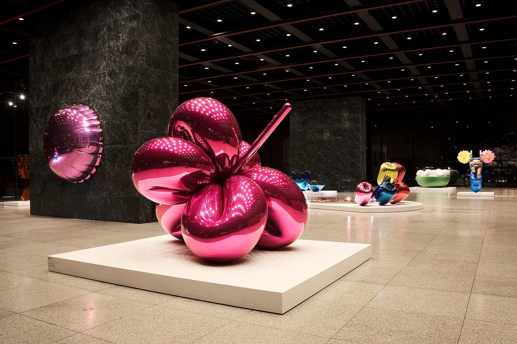 SANDY VOLZ CELEBRATION — Jeff Koons — Neue Nationalgalerie